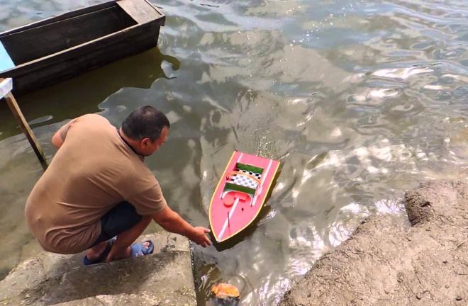 Кораблик для рыбалки на карпа Геркулес