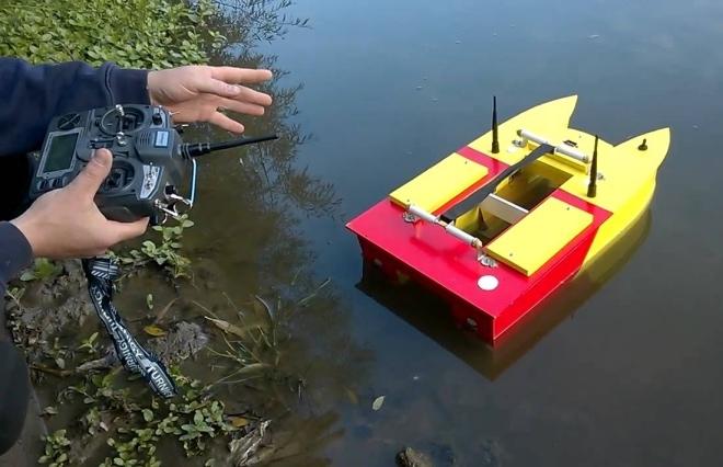 Самодельный радиоуправляемый катер для рыбалки