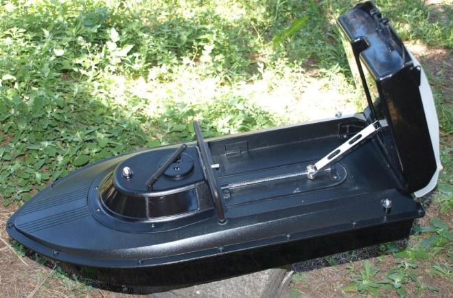 Радиоуправляемый катер для завоза прикормки