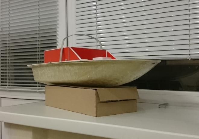 Кораблик для прикормки рыбы собственного изготовления